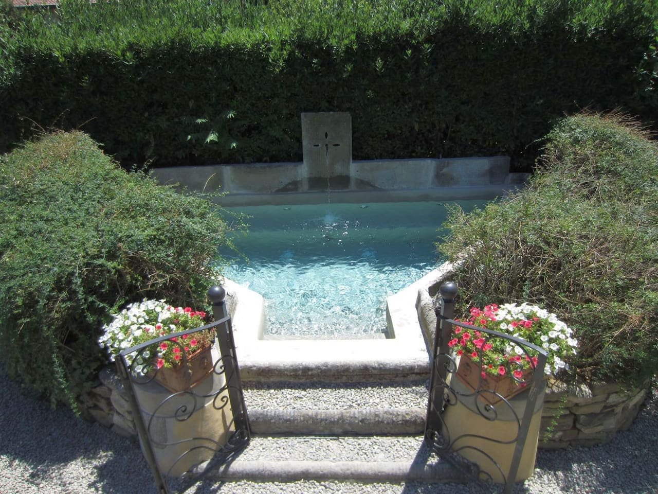 vasca jacuzzi in the fountain of the villa
