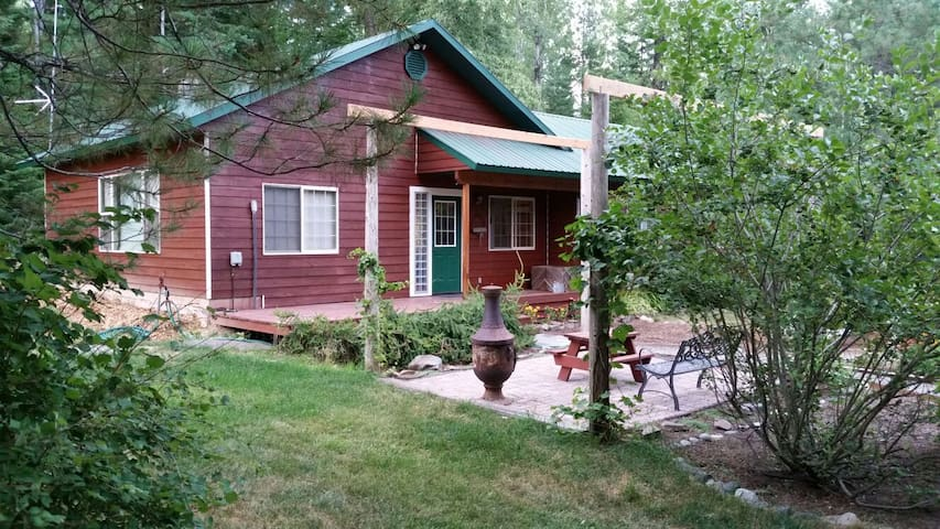 Western home in country setting - Sandpoint - Ev