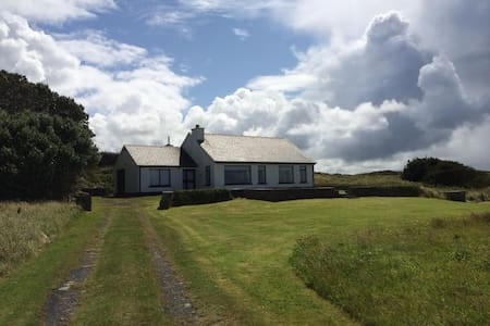 A two bedroom, 1 bathroom bungalow - Milltown Malbay