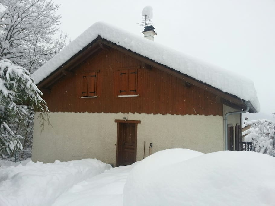 Jouer dans la neige depuis le gîte, c'est possible!