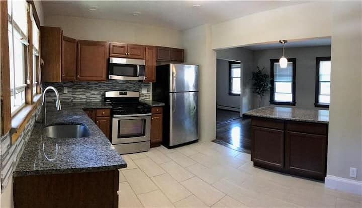 Near CCSU - Second floor BR in lg old home