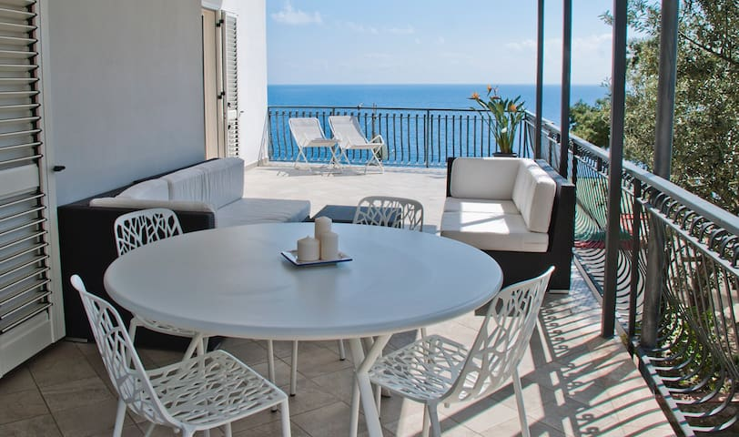 Sunny seaview apartment, 100 mt from the beach - Nerano - Daire