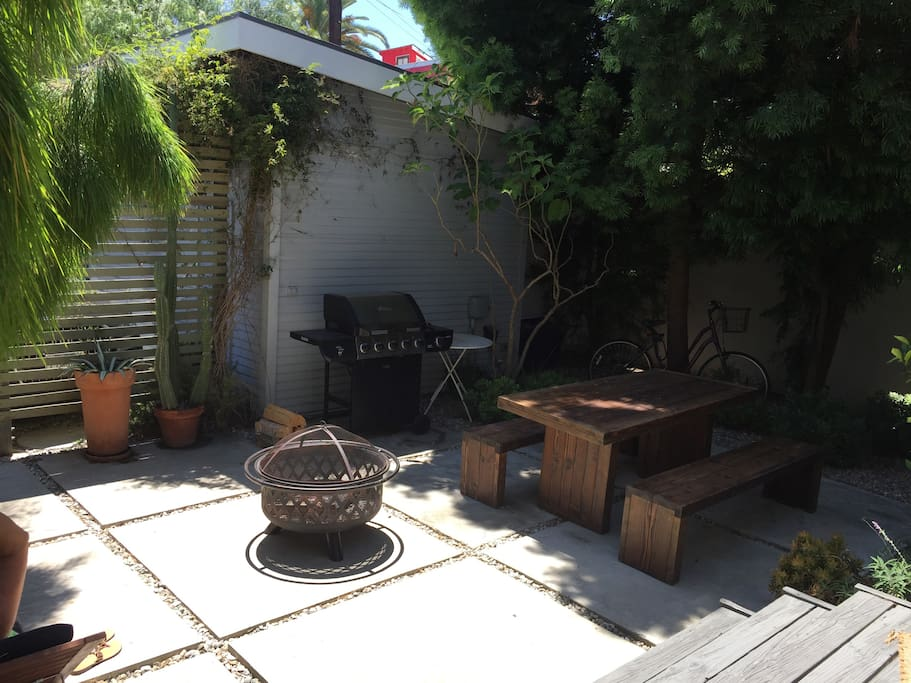 Backyard/patio - spacious and great for dinner or just hanging out for a bit of downtime