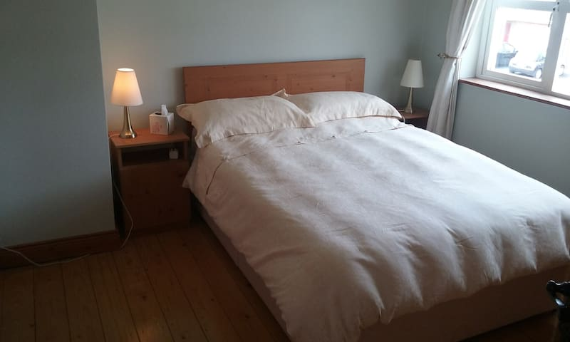 Welcoming En suite Double Bedroom - Annacotty - Bed & Breakfast