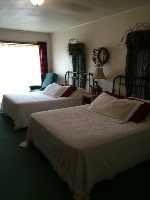 Uncle Buck's Lodge-Room 3