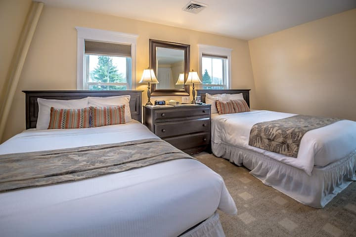 Cranmore Inn B&B Superior Two Queen Room