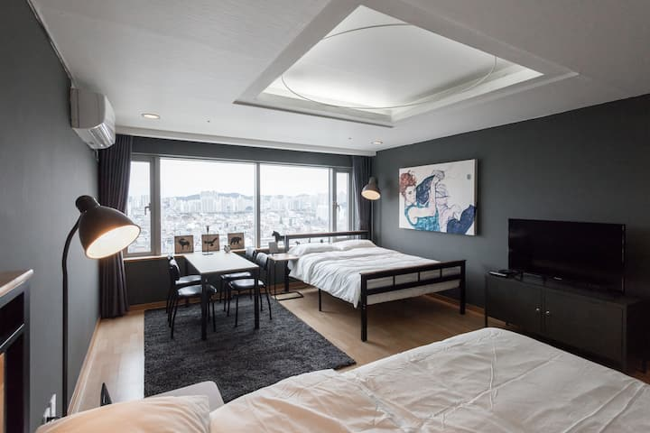 #2 [3queen sized beds] 1 min from Hongik univ stn!