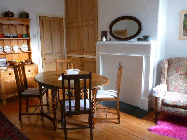 A spacious, homely double room - Sheffield - Hus
