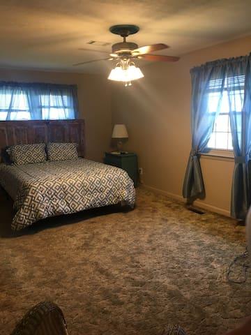 Master bedroom with queen bed!