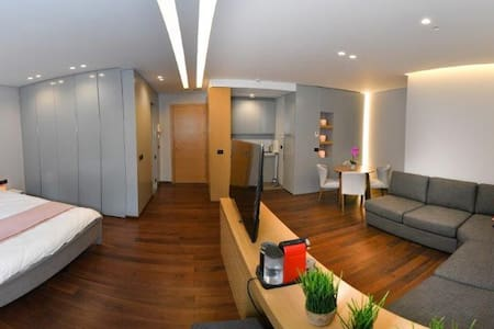 Self Check-In 1BR Suite in Saifi, FREE GYM & Pkg
