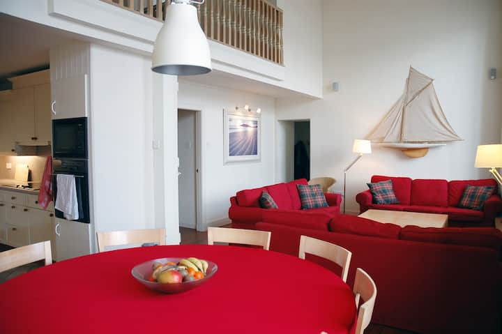 St Malieu Hall - style, comfort and stunning views