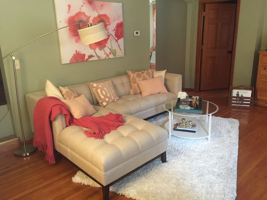 Cozy living room with flat screen tv, roku, and record player all available for use.