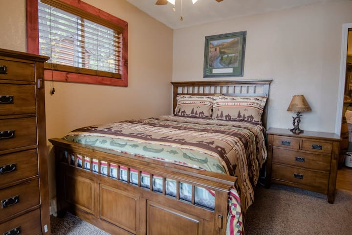 Master bedroom: Connects directly to the main bathroom and has a sliding glass door with direct access to the upper deck. Queen Bed