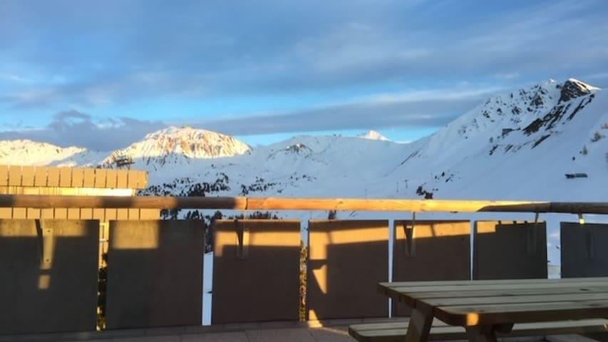Bel appartement-terrasse au sommet de Plagne 2000