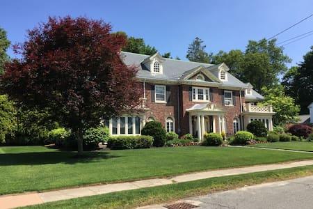 Brick Georgian Home near Boston - Stoneham