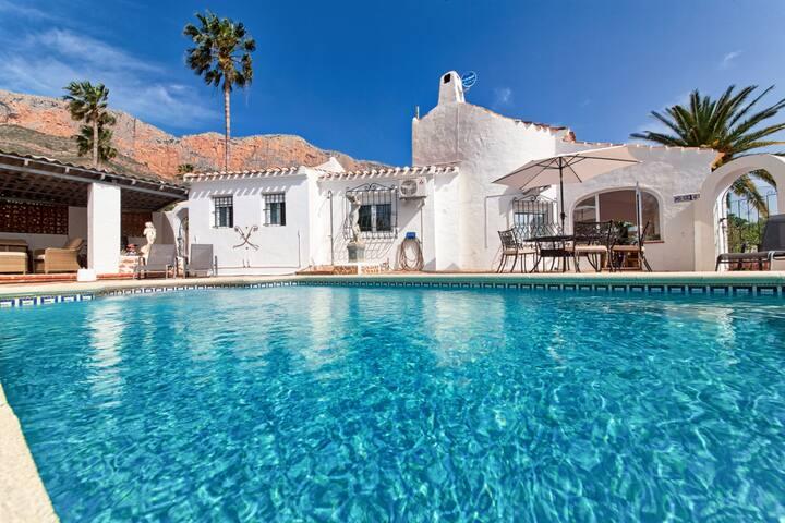 Casa Irena - A charming, traditional family villa.