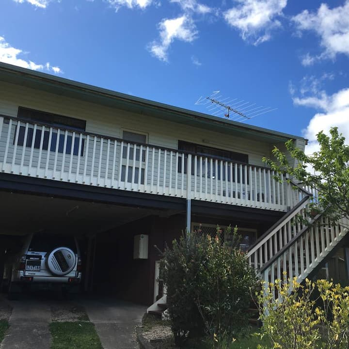 Hillcrest, 16 High Street, Eildon, Victoria, AU