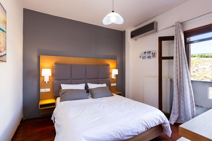 The Villa features 2 bedrooms and can comfortably accommodate up to 5 guests.