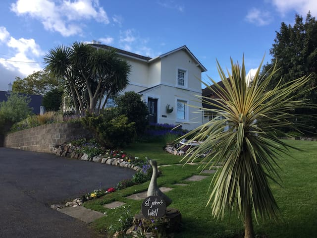 Period cottage in pretty seaside town - Teignmouth - House