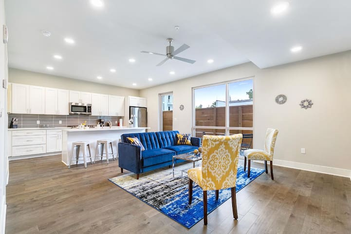 Resort Style Bywater Condo w/ Pool Gym & Parking!