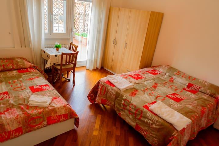 MILU'S HOME: NEXT TO VATICAN CITY- TRIPLE ROOM