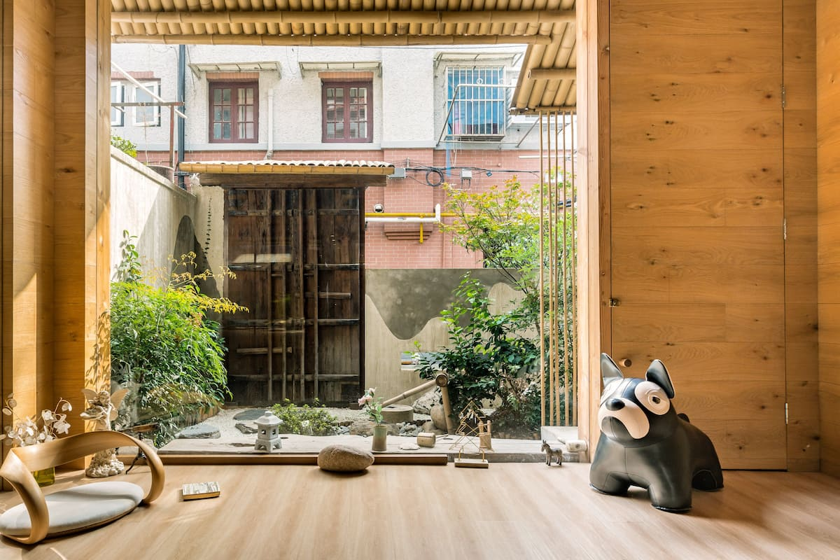 Private Room with En Suite in Trendy Jingan Qu District