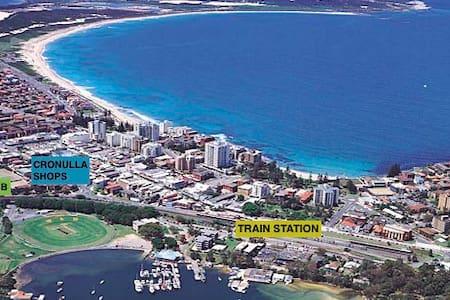 Central 2-Bed unit - Walk to Beach/Train/Shops - Cronulla - Leilighet