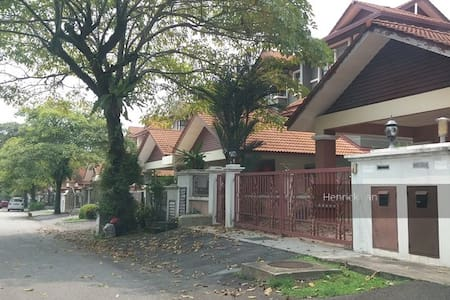 Master Room with A/C and attached toilet - Petaling Jaya