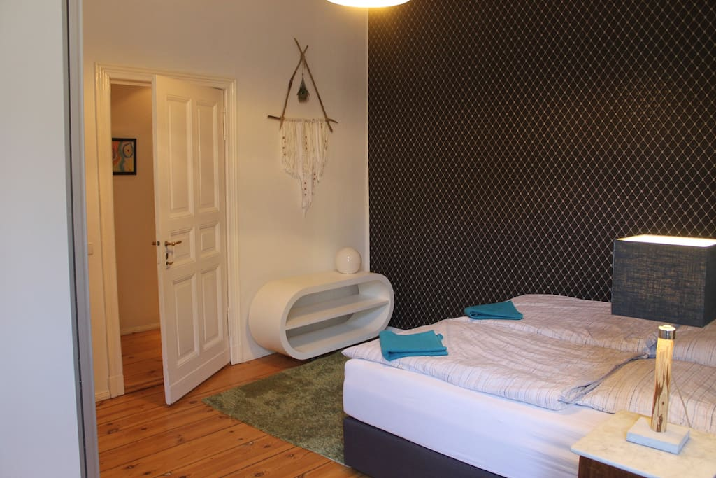 Guestroom with a big bed (2 x 2 m) and always with fresh towels.