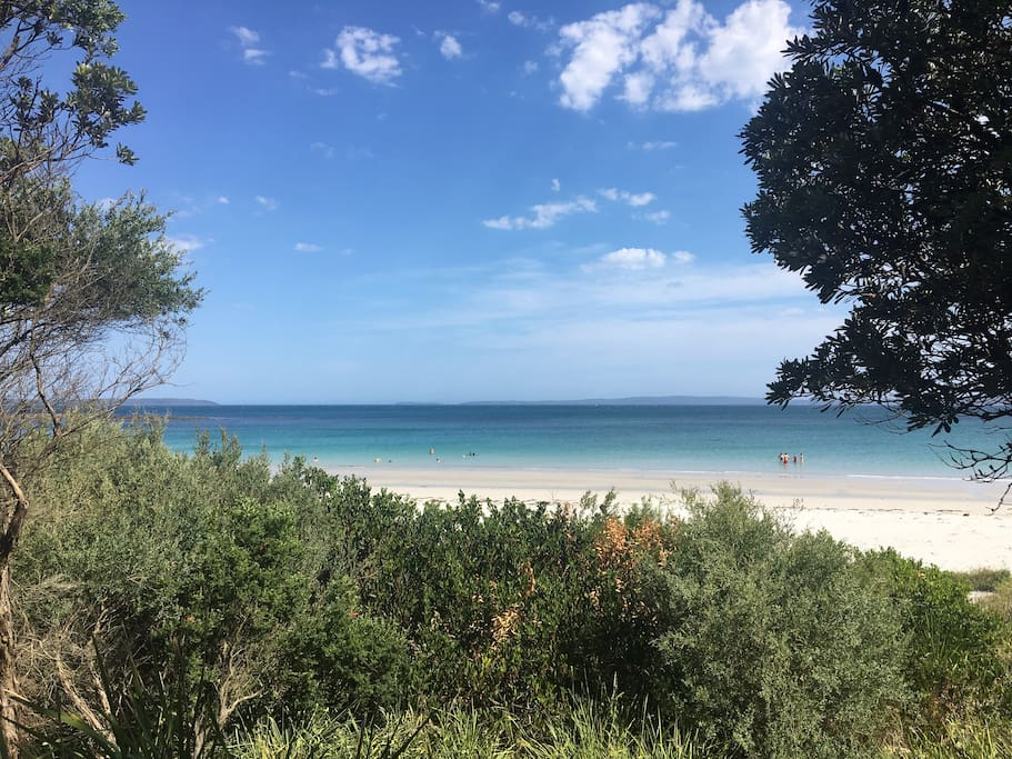 Beautiful Beach- 100m away