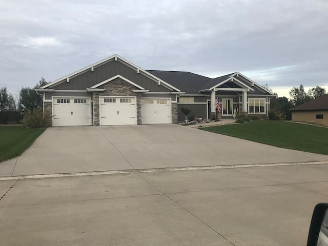 Private basement retreat in Sioux Center!