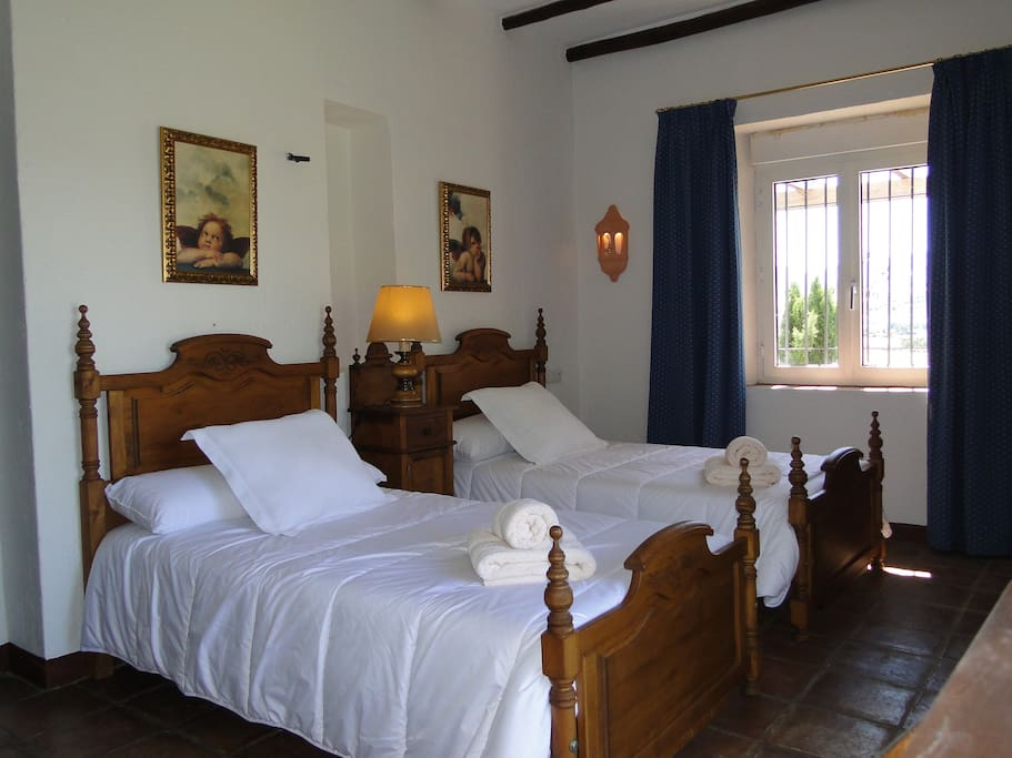 Bed breakfast in a luxury villa 5 chambres d 39 h tes for Chambre d hote espagne