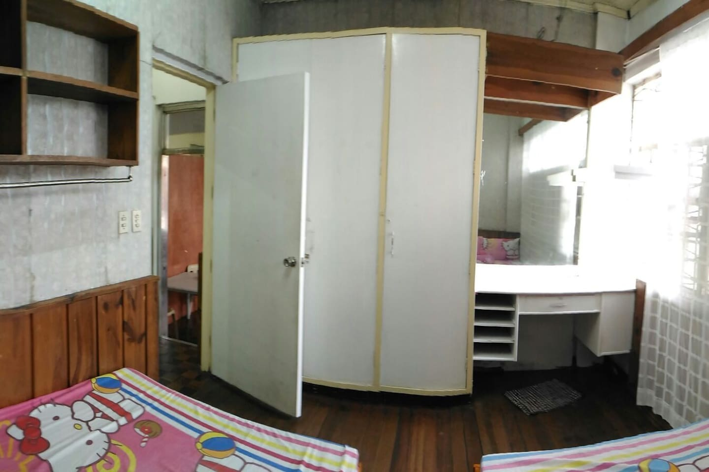 room good for 4pax with built-in cabinets and mirror unit2