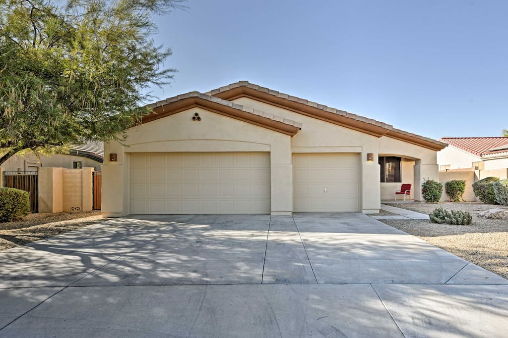 Come escape to this wonderful Goodyear vacation rental home!