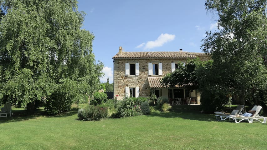 Authentic & Charming Home near UZES - La Bruguière - Huis