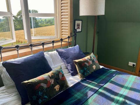 TheSnug - guest house in the heart of Campsie Glen