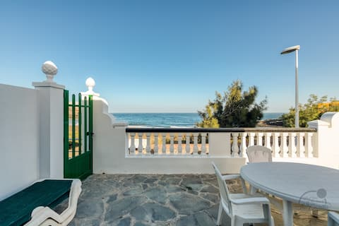 Beachfront Cottage in La Garita