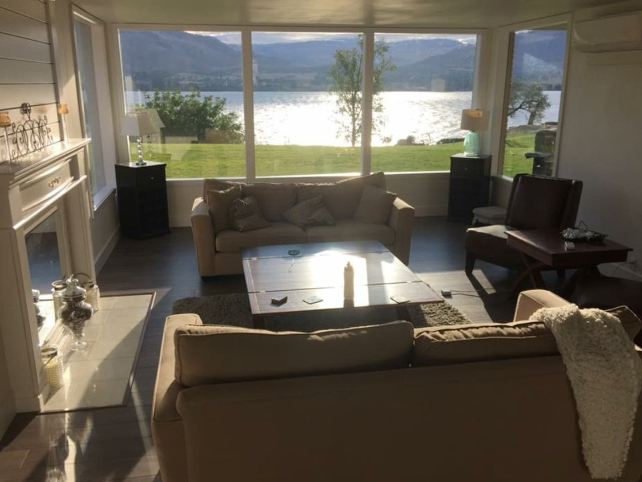 MAIN FORMAL MASSIVE COMFY LIVING ROOM WITH AMAZING AC EVERY WHERE