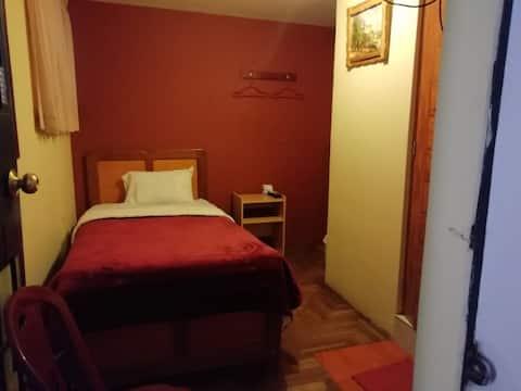 Habitación individual, baño privado cercad Juliaca