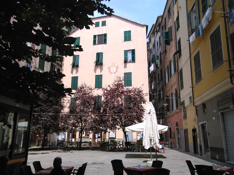 Piazza Lavagna e i suoi bistrot