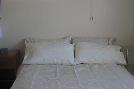 FleurdeLisHomestay/Cosy 1BD,Parking - Upper Hutt - Bed & Breakfast