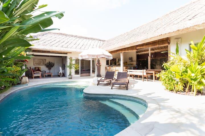 Villa Orora, 3 bedrooms Canggu, 400 m from beach. - Kuta Utara - Haus