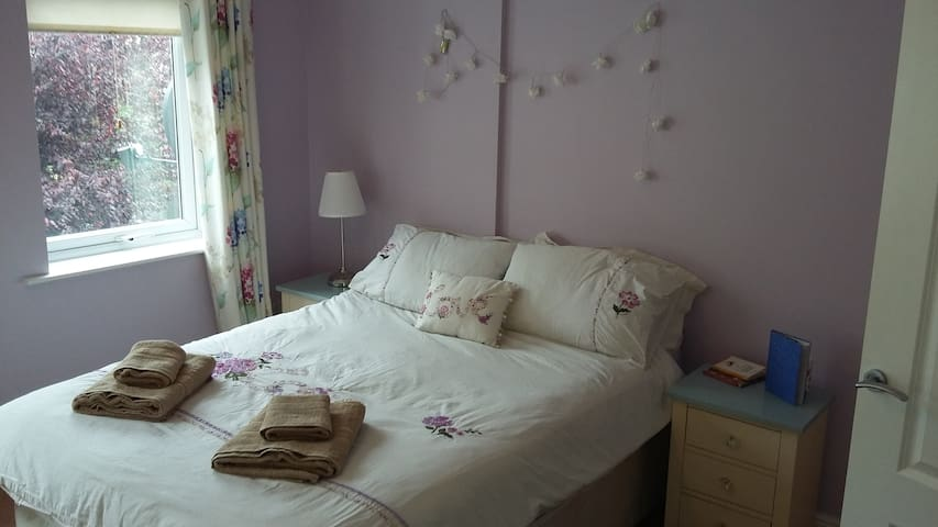 Ensuite, 10 min to Dublin Airport, 20 min to City - Dublin