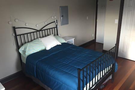 Spacious 1 Bedroom in Natural Oasis - Филадельфия - Квартира