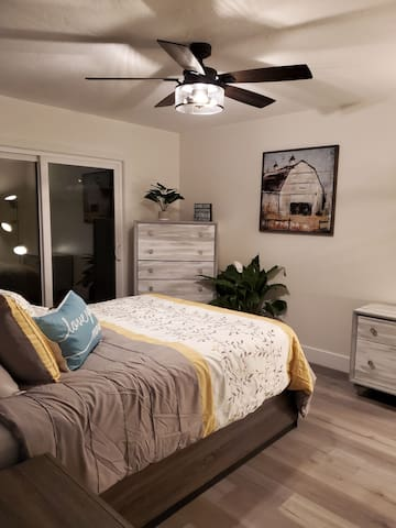 Beautiful and Sanitized Master bedroom for 2 pp