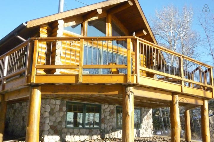 A Private Log Cabin on the Lake! - Cromwell - Chatka
