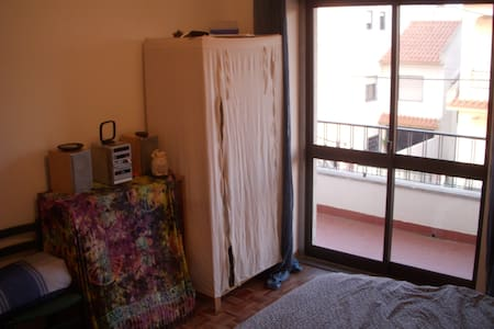 Private room + bathroom and terrace - Rio de Mouro - Casa