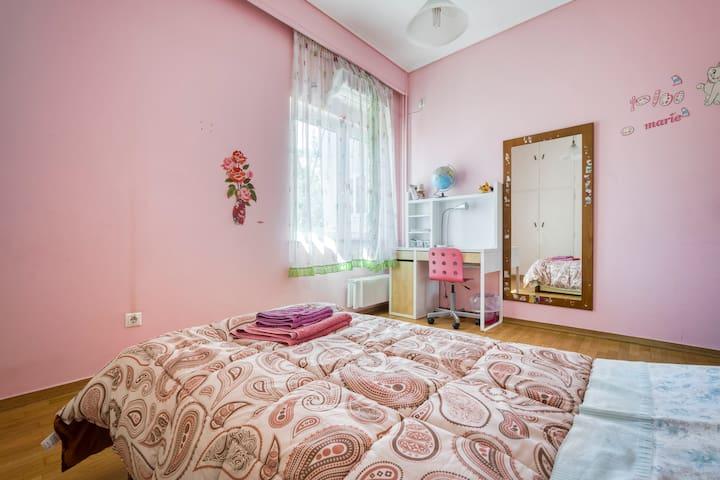 Single bedroom in Halandri