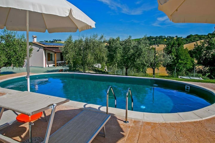 Spacious Villa in Fossombrone with Private Pool