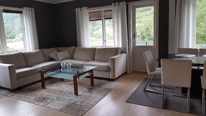 Flott leilighet midt i Stryn sentrum med hage!
